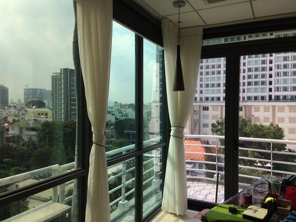 Dán kính chống nắng chung cư thay thế rèm cửa